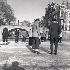 IJspret op de gracht in Amsterdam, ca.1955