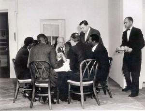 Allen rechts tijdens presidentschap Eisenhower