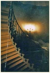 spook op de trap (kleurenfoto)