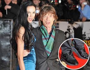 Jagger met verhoogde schoenen